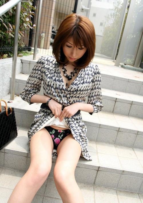 【三次】パンツ見えてる女の子のエロ画像part2・13枚目