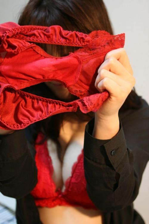 【三次】脱いだパンツを見せている女の子のエロ画像・12枚目