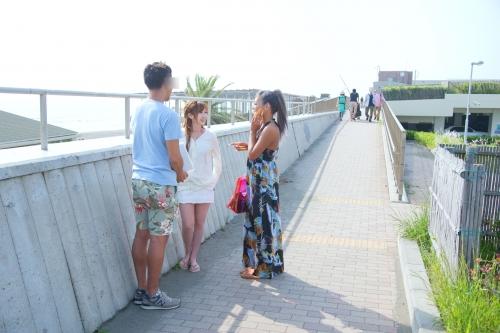 【三次】夏だ!海だ!湘南海岸を歩く誘っているかのような水着姿の女の子達をナンパして気が済むまでヤリまくったエロ画像・12枚目