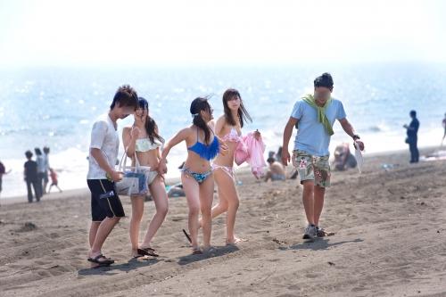 【三次】夏だ!海だ!湘南海岸を歩く誘っているかのような水着姿の女の子達をナンパして気が済むまでヤリまくったエロ画像・27枚目