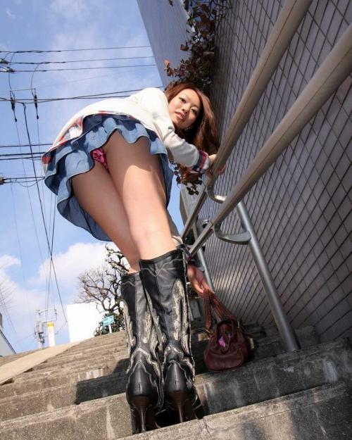 【三次】パンチラ・パンモロしている女の子のエロ画像part3・26枚目