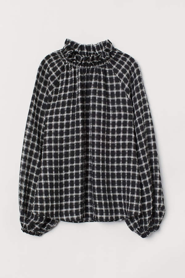 H&M Blouse with a frilled collar