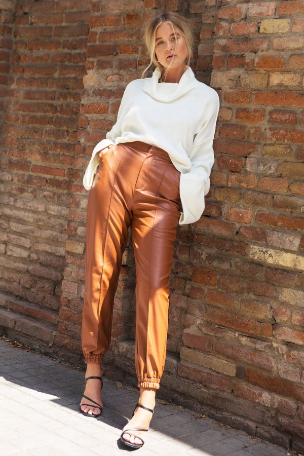Womens Seams Like Heaven Faux Leather Joggers - Brown - 6
