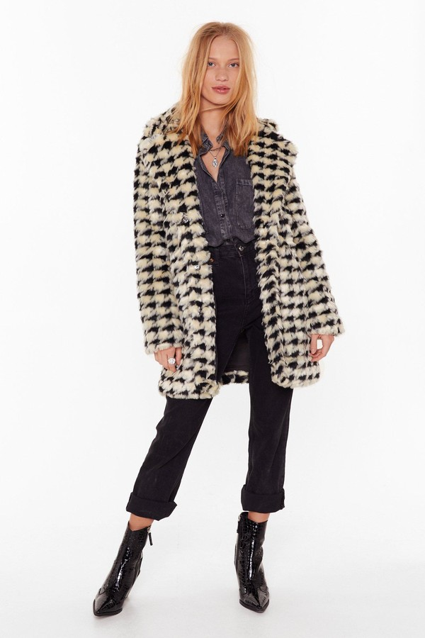 Womens Ain't Nothin' But a Houndstooth Faux Fur Coat - White - L