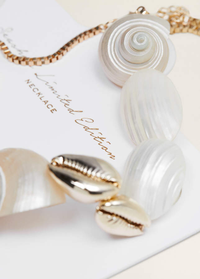 Shells bead necklace