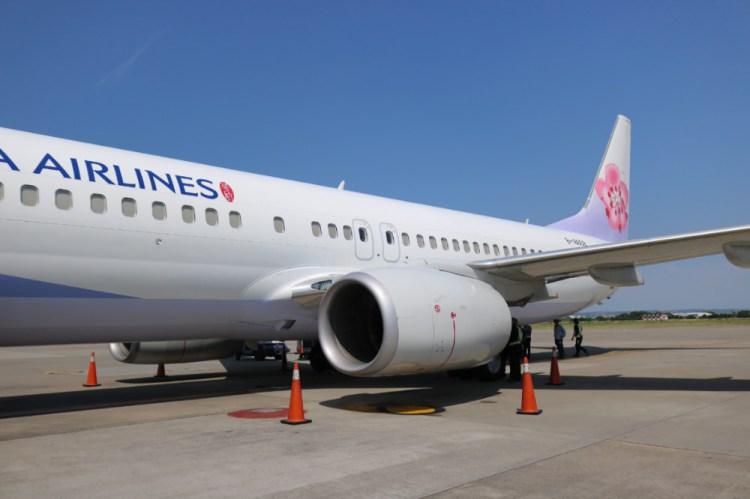 華航直飛高松TAK遇到颱風在風雨中同機共濟
