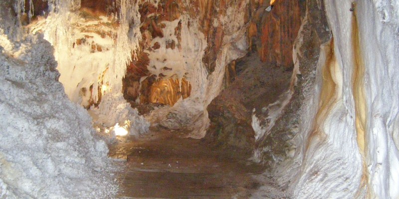 西班牙卡爾多納鹽礦交通與國營旅館Parador Cardona