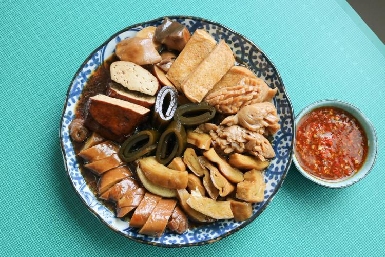 捷運西湖站無名滷味,素食滷味內湖285巷小吃媽媽們直接用搶的