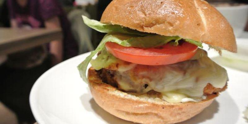 《台北》內湖。HouseBistro 好適廚坊。吃肉長肉 多多運動