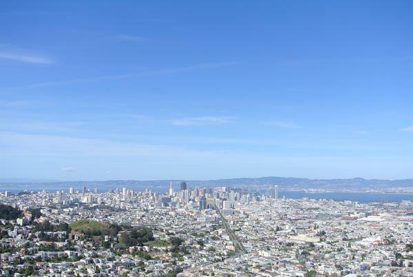 《美國加州》舊金山。Cliff House。St. Mary's Cathedral。San Francisco Twin Peaks