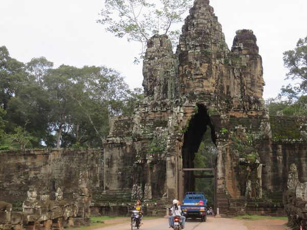 吳與倫比。柬埔寨 巴戎寺 Bayon 從南門乳海翻騰說起