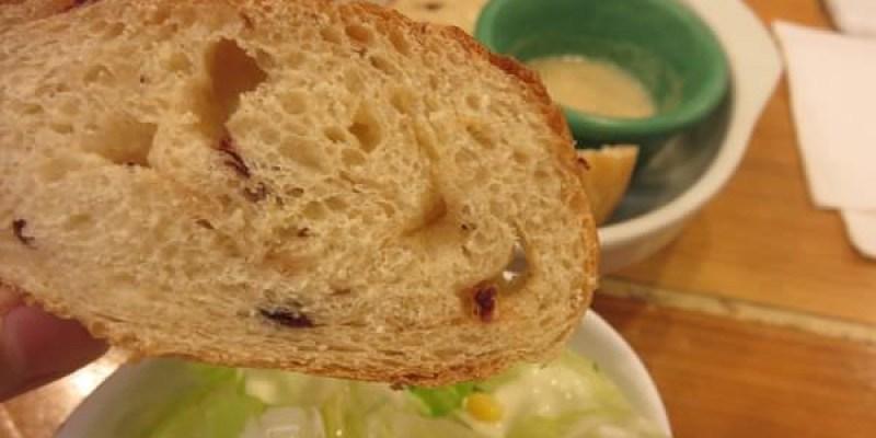 《台北》登打士街 Dundas St. Mini。為了現烤麵包而來