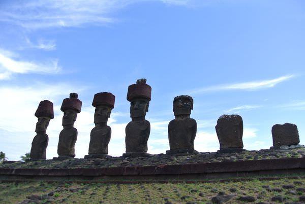 復活島。Anakena。撩人的白沙灘。moai也做日光浴!?