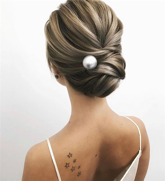 Wedding Hairstyle Ideas - This list contains various wedding hairstyle ideas, and you will find what you like style. Whether you prefer which, these wedding hairstyle ideas will inspire you. #WeddingHairstyle #BridalHairstyle