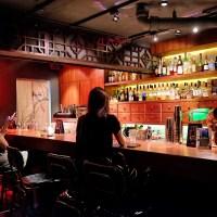 花花世界裡的眼波流轉,唇間繾綣【紙醉金迷 RELAX TAIPEI】東區新開幕酒吧