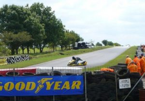 賽車必不可少的Goodyear輪胎 (圖片來源:Geograph)