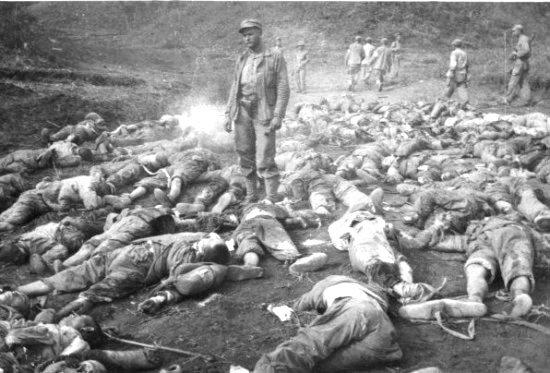 抗美援朝志愿军以数十万人阵亡为代价保住了北韩政权;图为中国军人人海战术惨况。(FreeTech/Twitter)