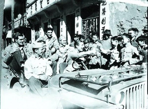 飞虎队受到重庆人民的欢迎 (网络图片)
