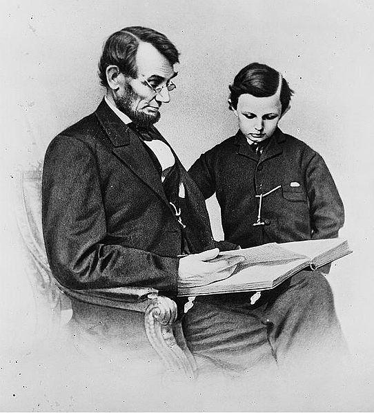 1864年林肯与其幼子塔德的照片 (Wikimedia Commons)