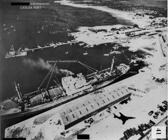 1962年11月导弹运走 (Wikimedia Commons)