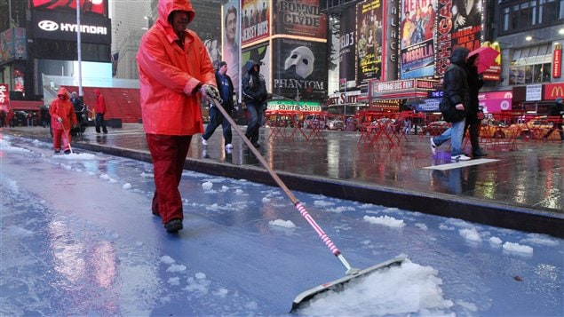Opération de déneigement à Times Square