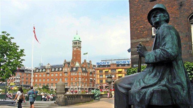 Une statue de l'écrivain Hans Christian Andersen, à Copenhague, au Danemark