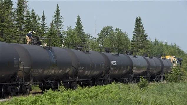 Des wagons transportant du pétrole brut en Estrie.