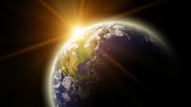 Une vue de la planète Terre et du Soleil