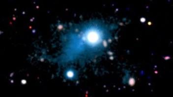 Cette image montre le quasar UM287 (au centre) et la nébuleuse qui l'entoure.