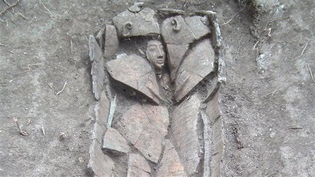 Le sarcophage trouvé à Tel Shadud