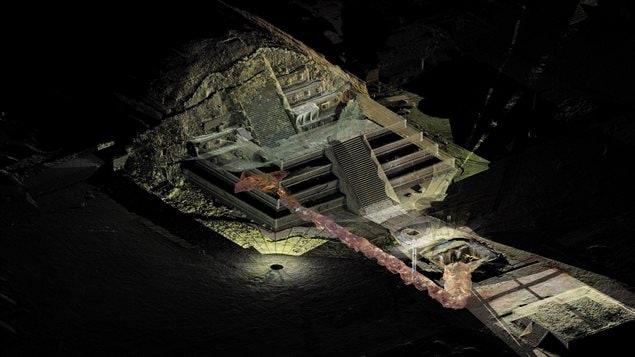 Le tunnel découvert sous le temple de Quetzalcoatl dans l'ancienne cité de Teotihuacan pourrait déboucher sur une tombe royale, selon les archéologues.