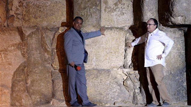 Le ministre égyptien des Antiquités Mamdouh el-Damati et le chercheur français Jean-Claude Barre.