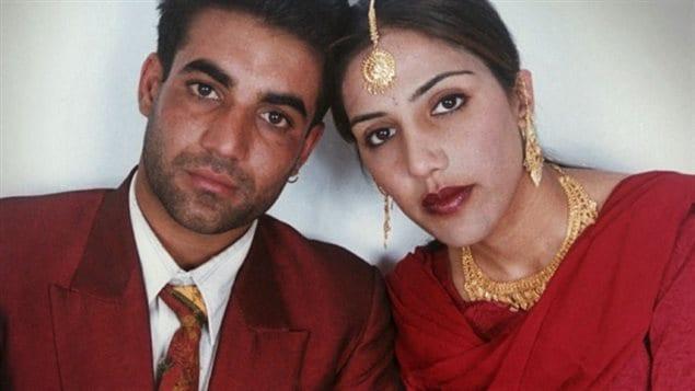 Jassi Sidhu a été assassinée en Inde (à droite)