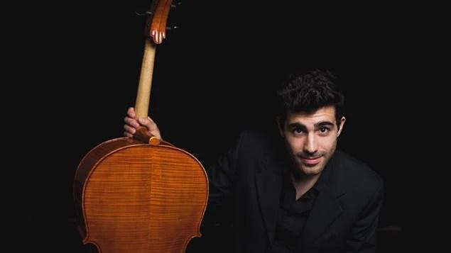 Juan es un apasionado del violochelo y de la música en general.