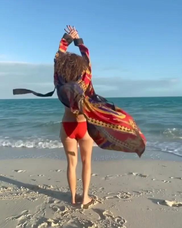 Jennifer Lopez's robe.