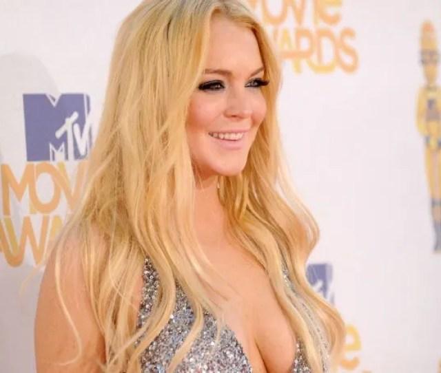 Lindsay Lohan Goes Full Bombshell In Sexy Lingerie