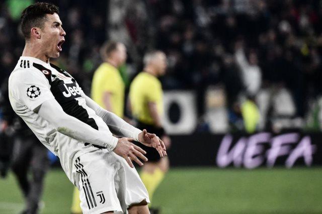 أكثر 10 لاعبين تسجيلا للأهداف الرسمية في تاريخ كرة القدم