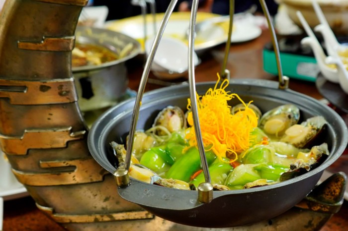 【南投。美食】伊達邵老街(逐鹿市集)以部落創意無菜單料理聞名的–麓司岸餐坊,非吃不可。