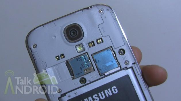 Samsung_Galaxy_S_4_Back_Opened_microSD_SIM_TA