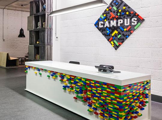 Foto de la entrada al Google Campus London