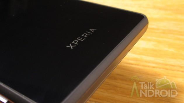 Sony_Xperia_Z3v_Back_Xperia_Logo_02_TA
