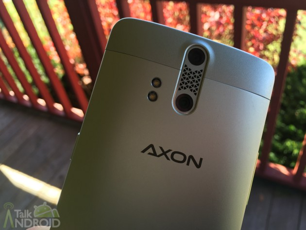 zte_axon_camera_flash_closeup_TA