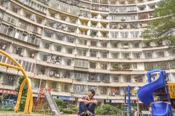 【高雄左營景點】果貿社區 IG拍照景點大熱門!似香港怪獸大廈的可愛眷村+交通美食