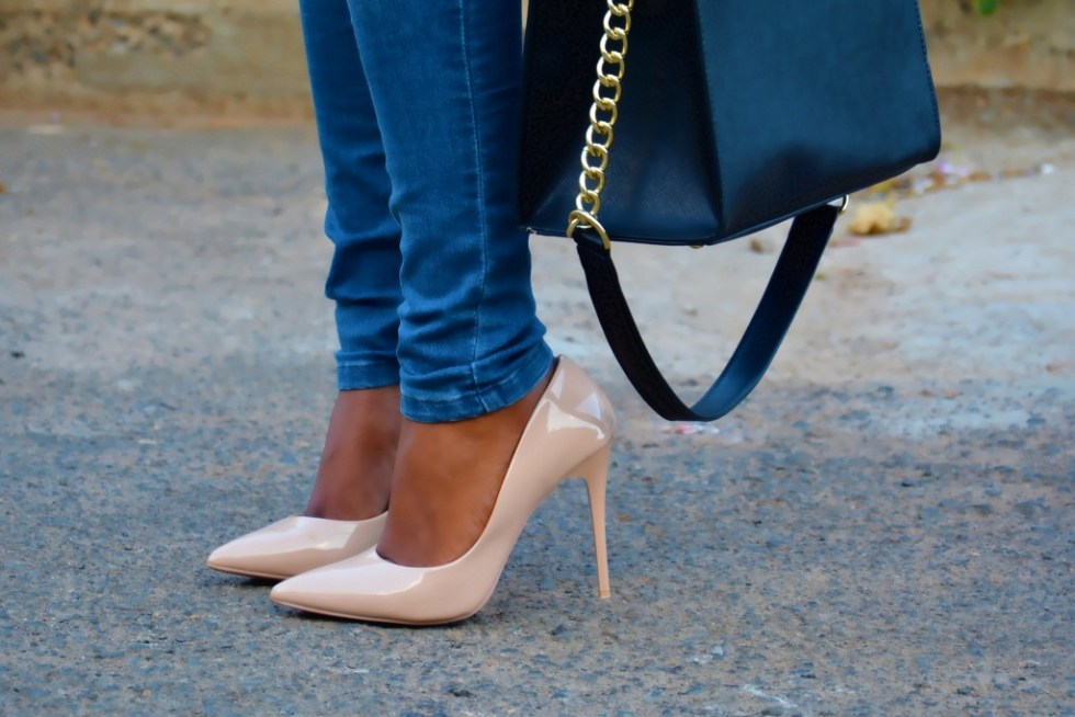 the elegant lane black handbag style