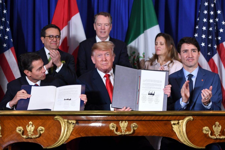 Mexico's President Enrique Pena Nieto (L) US President Donald Trump (C) and Canadian Prime Minister Justin Trudeau