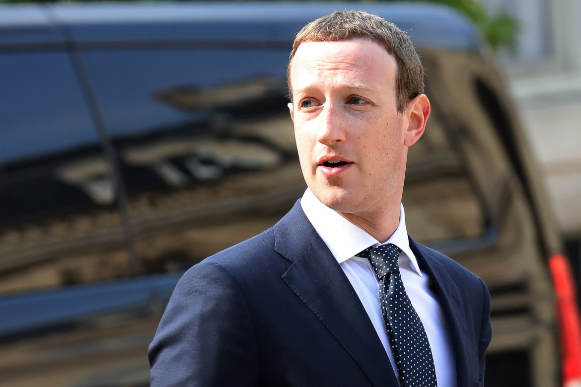 Facebook ceo mark zuckerberg waits for the french president in paris