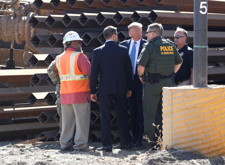 Trump visits border wall