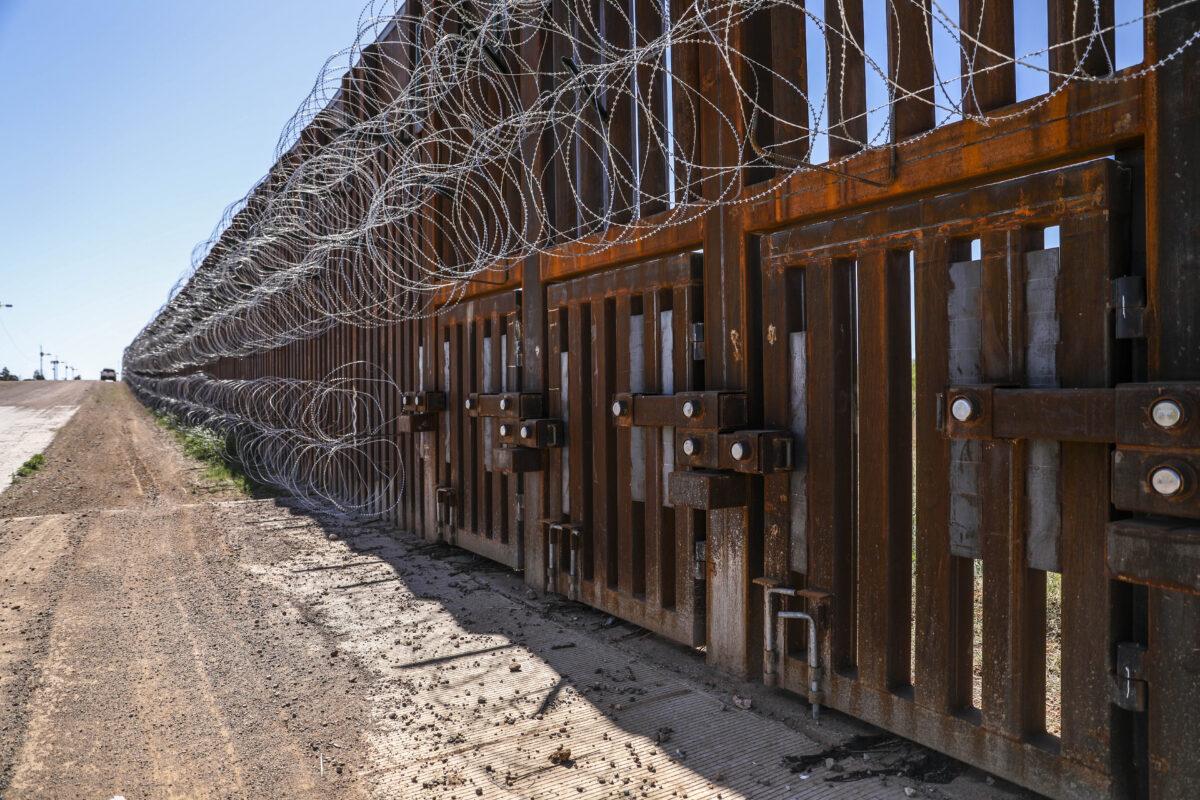 border wall / border fence