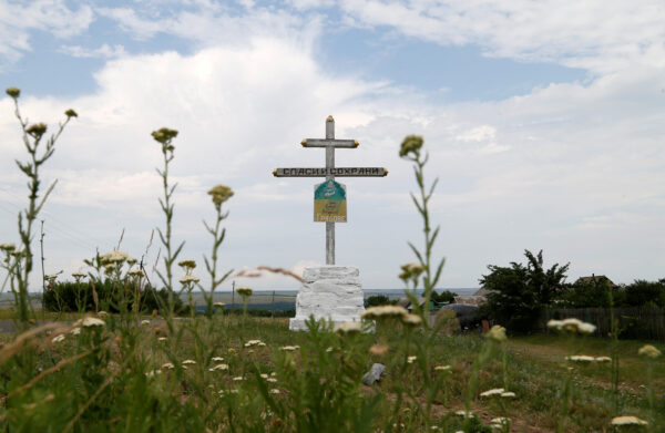 A view shows a cross near t<a href=https://www.theepochtimes.com/mh17-airliner-investigators-name-top-putin-aide-call-for-witnesses_3148030.html>Read More – Source</a></p> </body></html>