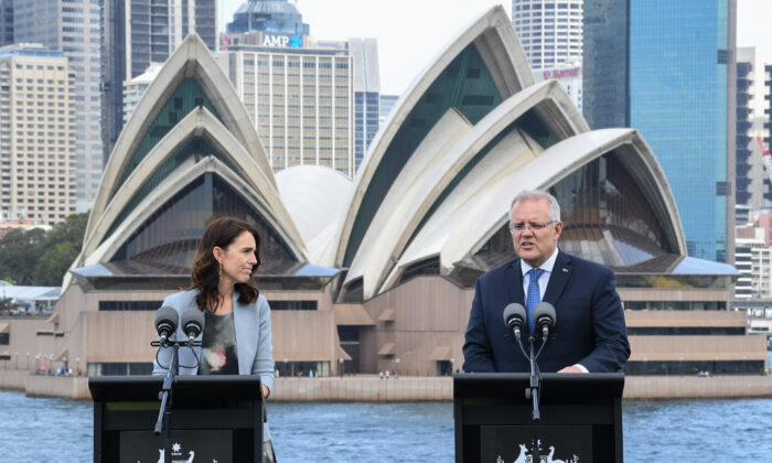 New Zealand Prime Minister, Jacinda Ardern and (R) Australian Prime Minster, Scott Morrison speak to media at a press conference held at Admiralty House in Sydney, Australia on Feb. 28, 2020. (James D. Morgan/Getty Images)